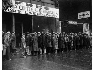 Cola para la sopa de unos desempleados durante la Gran Depresión, Chicago, circa 1931.