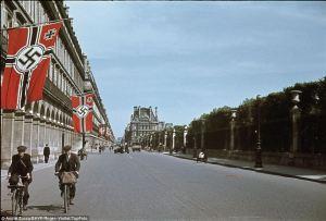 Banderas nazis en París. Imagen: www.dailymail.co.uk/