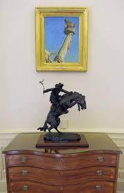 La estatua de la Libertad' de Norman Rockwell. Al pie, la escultura Bronco Buster de Frederic Remington –el Oeste, otro Estados Unidos que tampoco existe ya–. Imagen: http://www.nrm.org/